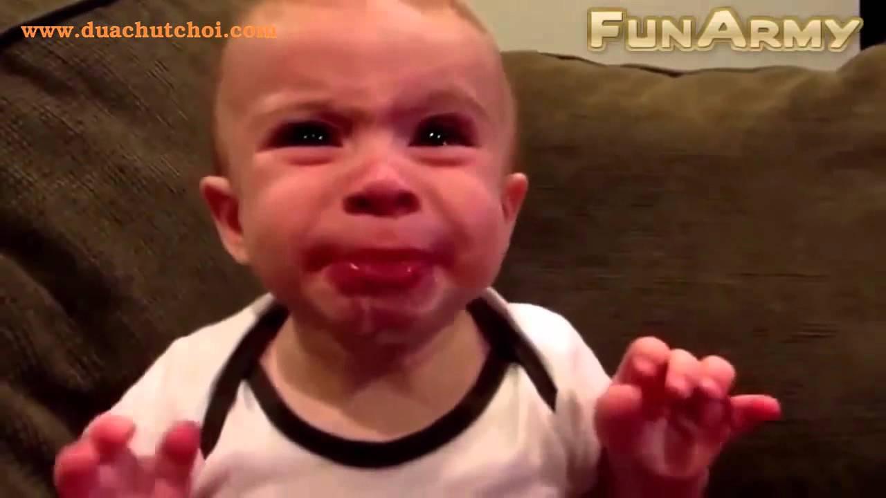 Khi em bé an chanh