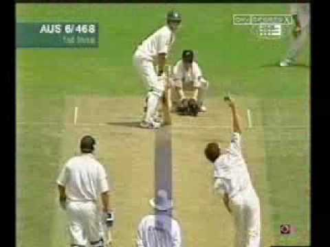 Umpire under pressure, LBW appeal by Wiseman, given not out, with Hawkeye.WMV