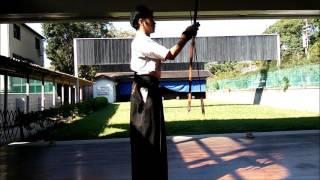 右ひじを適切に入れるために心がけたい大三での弓の押し方