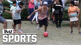 جاستن بيبر يستعرض مهاراته في كرة القدم .. هل يتحول إلى احترافها؟