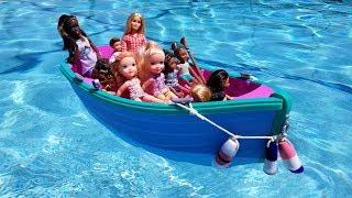 BOAT ! Elsa & Anna toddlers at Camp - Barbie - treasure box - water fun