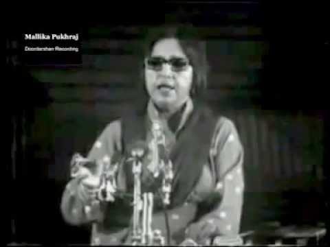 Mallika Pukhraj rendering Abhi to Main Jawan Hoon live
