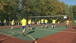 Жители поселка Зеленый смогут играть в баскетбол и волейбол на современной спортивной площадке