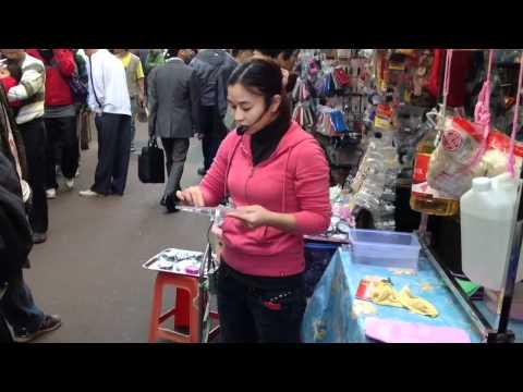 การสาธิตสินค้าแบบแบกะดินของฮ่องกง
