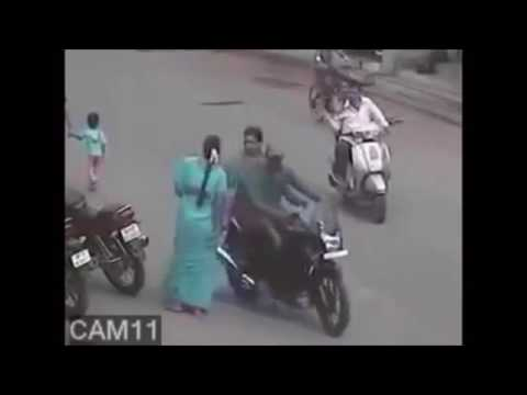 Chain Snatching Case In India Caught In CCTV