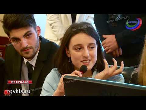 Премьер Дагестана и руководитель агентства по делам молодежи встретились с подрастающим поколением