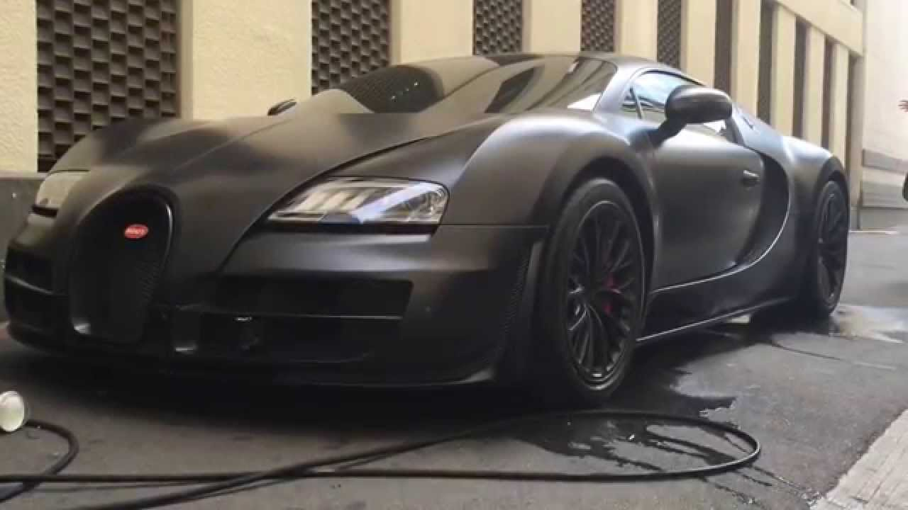 washing the matte black carbon fiber bugatti supersport. Black Bedroom Furniture Sets. Home Design Ideas