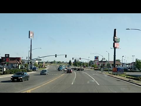Livingston, California, en el TA truck stop, limpiando, vidrios