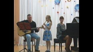 Новогодний подарок сделали ученики и преподаватели первой музыкальной школы.