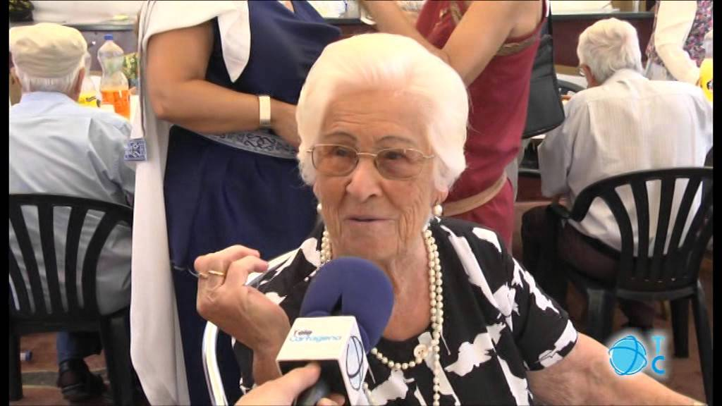 Fiestas para las personas mayores youtube for Sillon alto para personas mayores