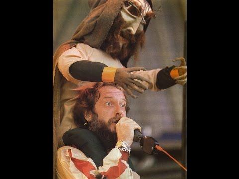 "JETHRO TULL: ""BEASTIE"" [WITH LYRICS] - ""The Broadsword and the Beast"" 4-10-1982. (HD)"