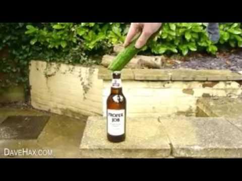 bier ffnen mit einer gurke youtube. Black Bedroom Furniture Sets. Home Design Ideas