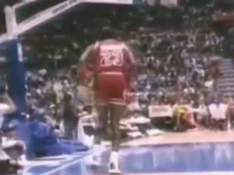 8236951cebc7 Michael Jordan One Handed Reverse Dunk 1987 - YouTube