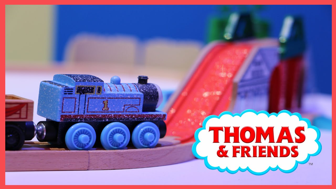 NEW Thomas & Friends Wooden Railway Pirate Cove Discovery Set - YouTube