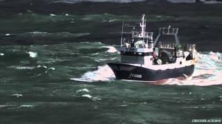 Saliendo del puerto de Coruña en pleno temporal