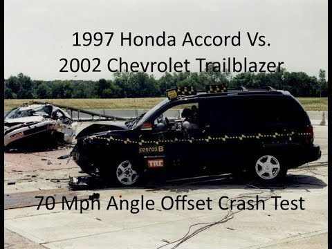 1997 Honda Accord Vs. 2002 Chevrolet Trailblazer NHTSA Oblique Overlap Crash Test (70 Mph)