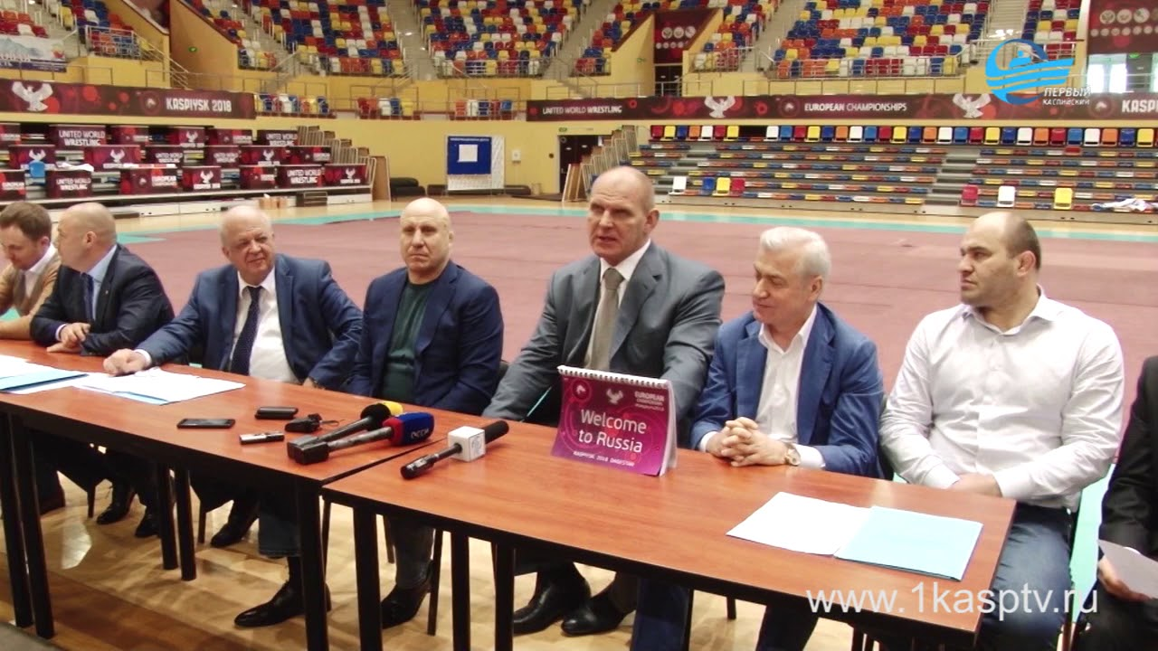 Глава кабинета министров Артем Здунов и Депутат госдумы Александр Карелин посетили дворец спорта и молодежи имени Али Алиева, где прошла встреча с представителями сми