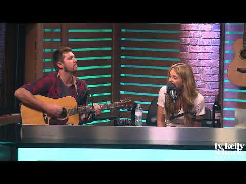 "Carly Pearce Performs ""Hide the Wine"" Acoustic"