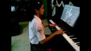 CHELSA bermain piano lagu bunda