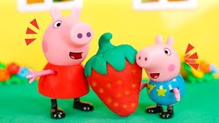Peppa Pig Toys 🐷 Peppa grows a giant strawberry 😮🍓😀