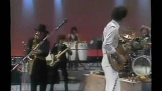 YouTube動画:Carlos Santana and Gato Barbieri perform Europa Live in Chicago on February 22, 1977--RARE FOOTAGE