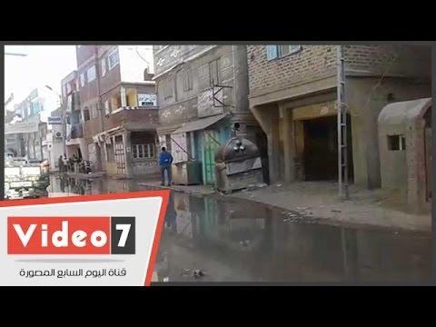 شاهد .. مياه المجارى تغرق شوارع قرية النجارين بدمياط