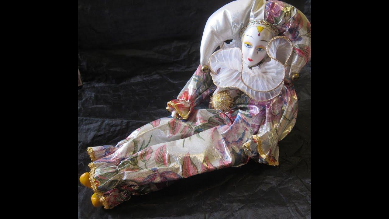 Musical Porcelain Clown Doll --Pierrot Harlequin - YouTube