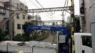 はたらくくるまが踏切を渡る時に青いロマンスカーと共演!ノーカット★ 小田急線・代々木八幡駅 Odakyu Yoyogihachiman railroad crossing in Japan thumbnail