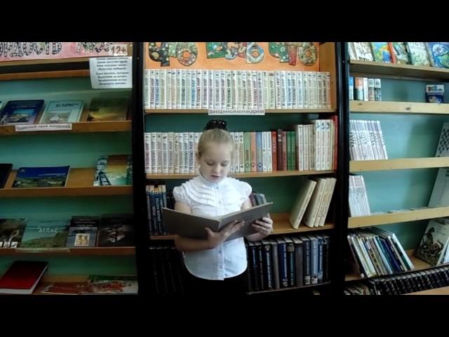 Изображение предпросмотра прочтения – ВероникаПокотило читает отрывок изпроизведения «У лукоморья дуб зеленый.» А.С.Пушкина