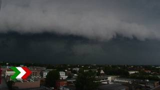 Eine erste unwetterfront ist heute mittag (26.08.2011) über nordrhein-westfalen hinweggezogen. dabei kam es örtlich zu starkem regen und gewitter. an der sta...