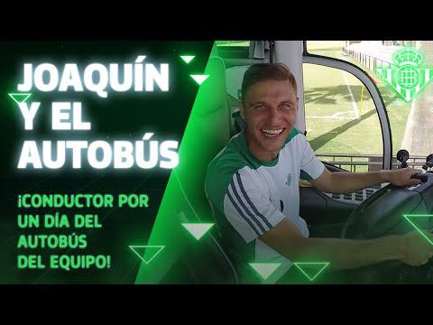 Joaquín, conductor por un día del autobús del equipo