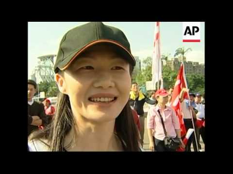 Protesters march demanding President Chen's resignation