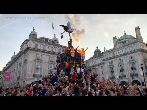 French Fans celebrate France's World Cup 2018 Victory Win at Piccadilly Circus, London UK (in 4K)