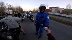 Poliisit vei kilpejä ja kortteja :D || Poliisit pysäytti