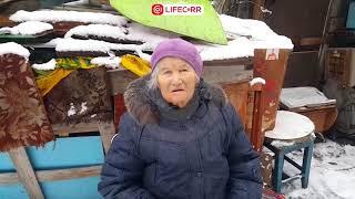 «Собаки живут лучше»: 80-летняя бабушка живет в разбитой избушки в центре Омска среди новостроек