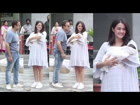 Suvreen Chawla's CUTE Baby Girl Eva's F!RST VISUALS Outside Hospital With Husband Akshay Thakker Mp3