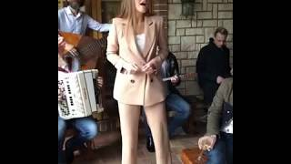 Даша Клюкина из Холостяка поёт