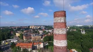 Wyburzenie komina na terenie byłej Huty Jedność w Siemianowicach Śląskich.
