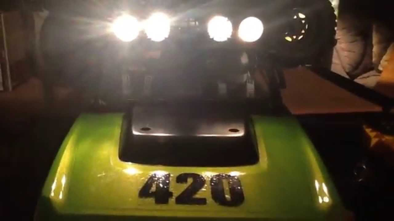 Axial SCX10™ / How to Install LED Lights using a 9 volt battery ...