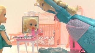 Мультик #Эльза Холодное сердце Элиза красится косметикой, играем в #куклы #Барби #игрушки для детей