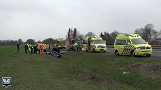 Auto belandt in sloot A2 bij Ittervoort