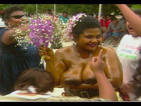 Amazing marriage ceremony in Micronesia