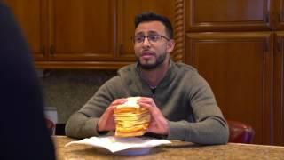 """Тайсон """"заставил"""" своего соседа отведать сэндвич."""