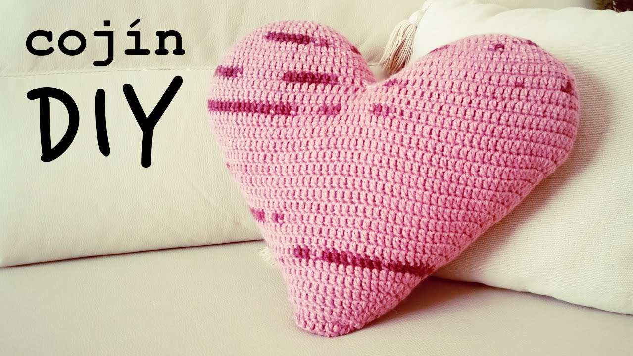 Cojin de corazon a crochet how to crochet a heart shaped - Como tejer com ...