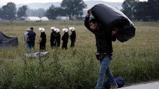 Ειδομένη: Σε εξέλιξη η μεταφορά των προσφύγων - Μπουλντόζες απομακρύνουν τις σκηνές
