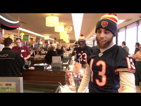 Chicago Bears players thank fans by bagging groceries at Jewel store!