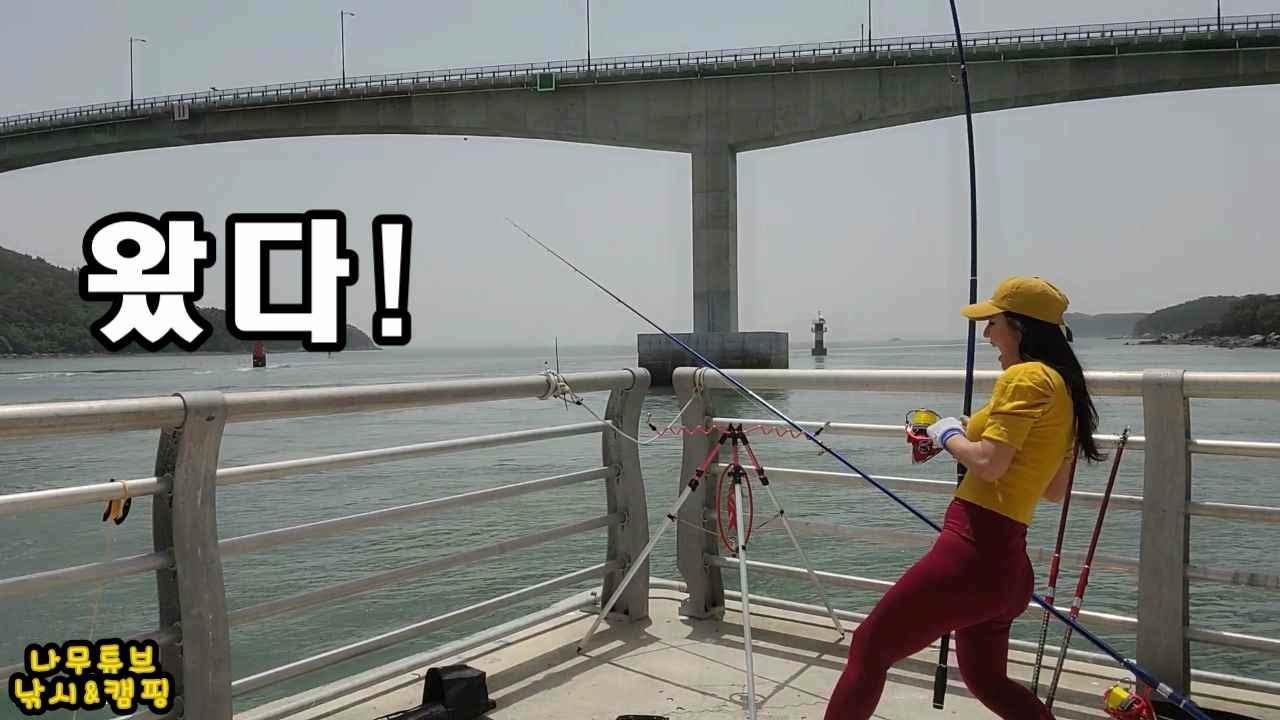 용왕님과 밀당하는 여조사.섬 낚시.섬 여행.섬 캠핑!덕적.섬 민박.Korean island fishing trip is so exciting!초보원투낚시.돌삼치.인천 섬
