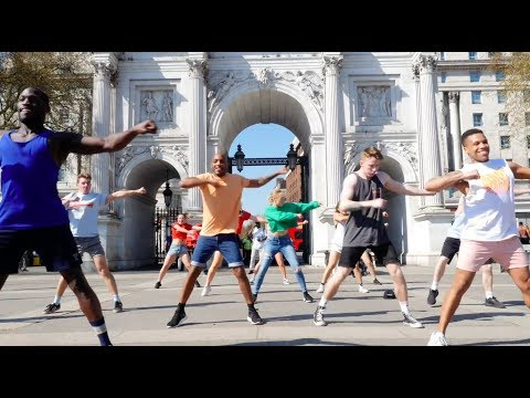 Huge Epic Flash Mob in Marble Arch, London!