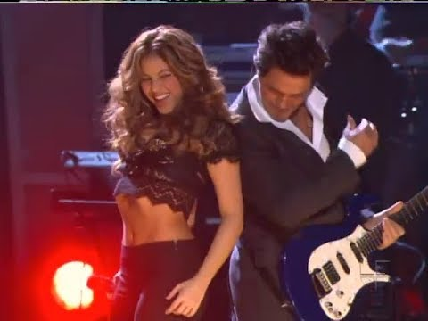 Shakira - La Tortura (ft. Alejandro Sanz) (Live at The 2006 Latin Grammys) HQ indir