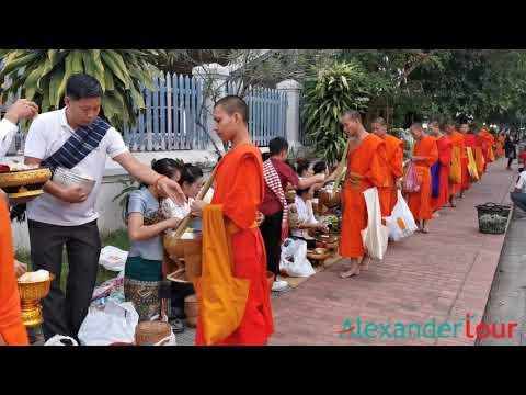 Шествие от стотици монаси в Луанг Прабанг, Лаос